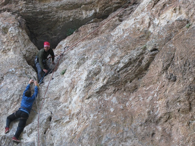 изкачване към харамийската пещера