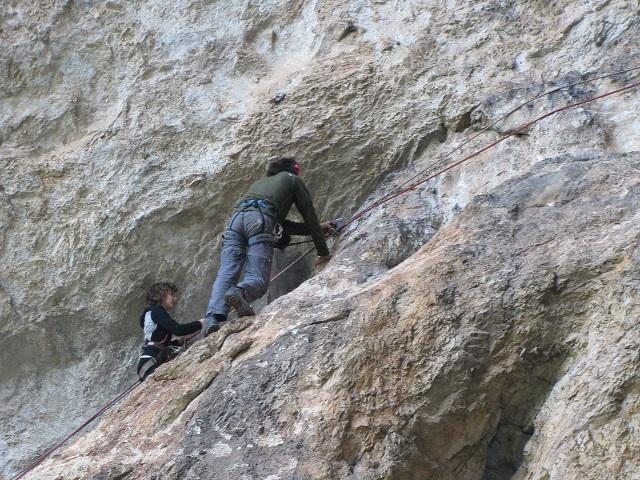 дете в харамийска пещера